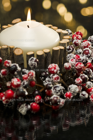 Autumn decorated candlesの素材 [FYI00780522]