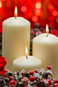 White candles in autumn winter decorationの素材 [FYI00780541]
