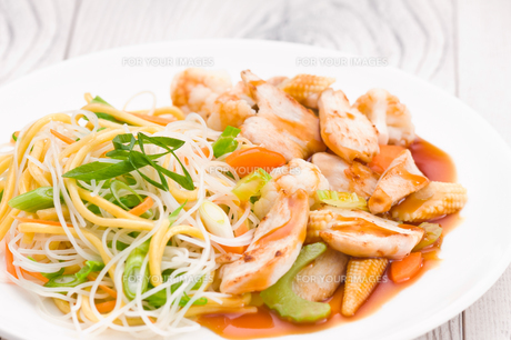 Teriyaki Chicken with Noodlesの写真素材 [FYI00780545]
