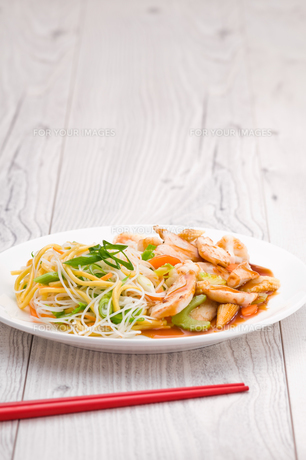 Teriyaki Chicken with Noodlesの写真素材 [FYI00780550]