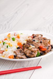Vegetable beef fried riceの写真素材 [FYI00780563]