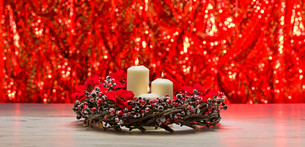 White candles in autumn winter decorationの素材 [FYI00780576]