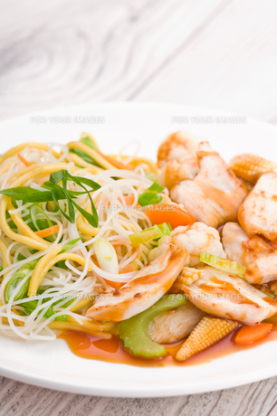 Teriyaki Chicken with Noodlesの写真素材 [FYI00780579]