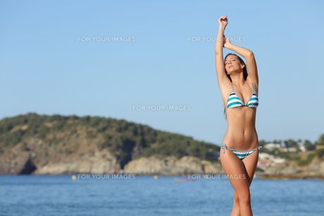 Beauty woman showing her laser hair removal bodyの写真素材 [FYI00780703]