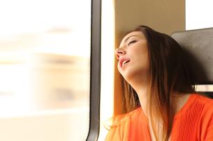 Traveler sleeping in a train travelの写真素材 [FYI00780726]