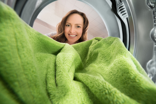 Woman With Towel View From Inside The Washing Machineの写真素材 [FYI00781236]