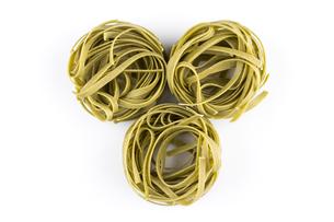 dry green nest pastaの写真素材 [FYI00781431]
