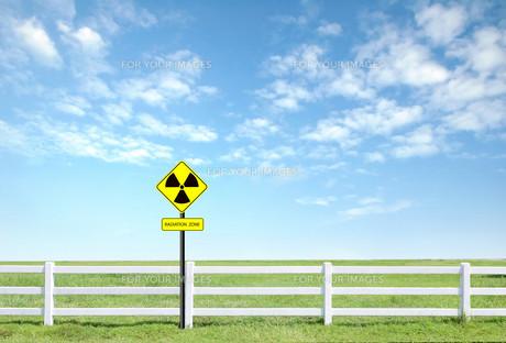radiation warning symbolの素材 [FYI00781478]