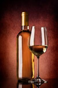 Semi-dry wineの写真素材 [FYI00781640]