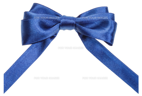 real blue ribbon bow with vertically cut endsの素材 [FYI00781729]