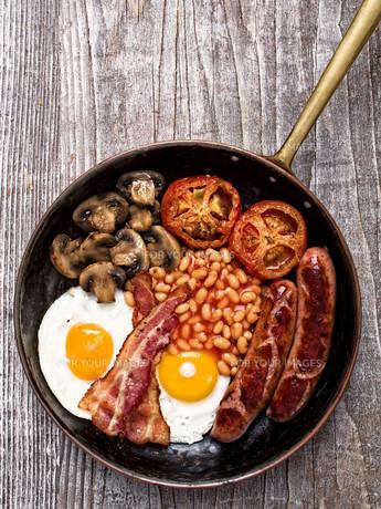 rustic full english breakfastの写真素材 [FYI00782587]