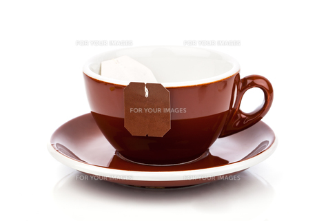 cup of tea with tea bag (blank label) on a white backgroundの写真素材 [FYI00782745]