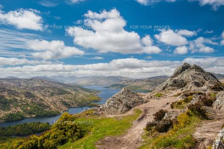 Ben A'an and Loch Katrineの写真素材 [FYI00783049]