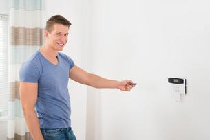 Operating Security Door Systemの写真素材 [FYI00783141]