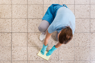 Janitor Rubbing Floor With Ragの写真素材 [FYI00783177]