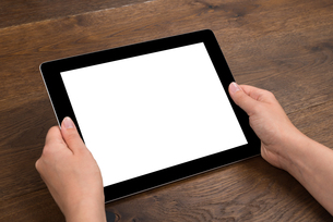 Person Hands Holding Digital Tabletの写真素材 [FYI00783258]