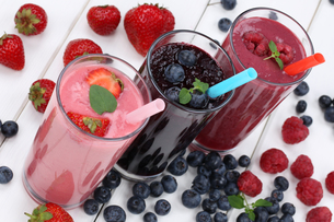 smoothie juice fruit juice milkshake withの写真素材 [FYI00783338]