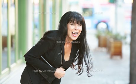 Woman Laughing Outdoorsの写真素材 [FYI00783386]