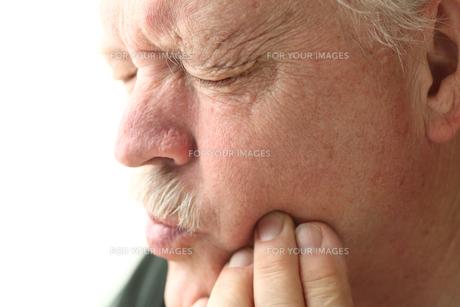 Toothache in older manの素材 [FYI00783389]