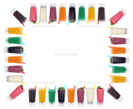 smoothie juice smoothies juices containing fruit juice drinks frame with copy spaceの写真素材 [FYI00783394]