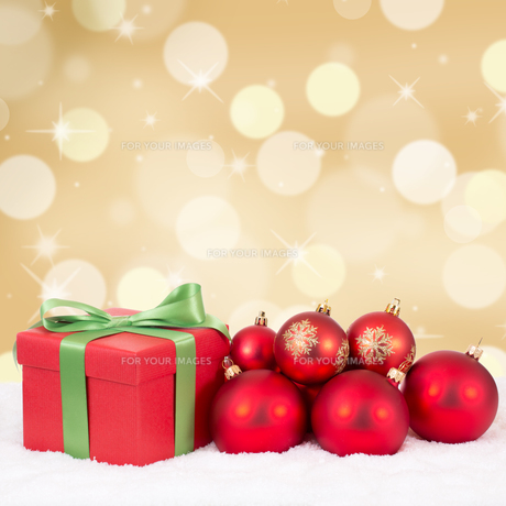 christmas christmas gifts with gold background and copy spaceの写真素材 [FYI00783409]