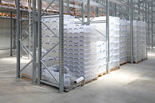 Plastic Boxes in Warehouseの写真素材 [FYI00783426]