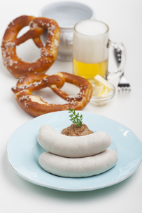 bavarian veal sausage with mustardの写真素材 [FYI00783557]
