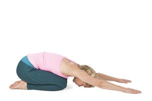 yoga_adho mukha svanasana_step_1の写真素材 [FYI00783654]
