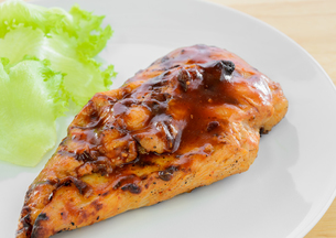 BBQ Chicken Breast with vegetableの写真素材 [FYI00783670]