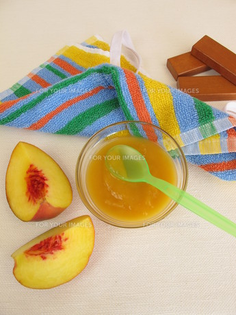 fruit pur?e with peach for babies and toddlersの素材 [FYI00783824]