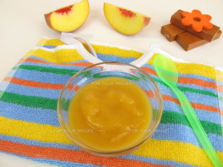 fruit pur?e with peach for babies and toddlersの素材 [FYI00783831]