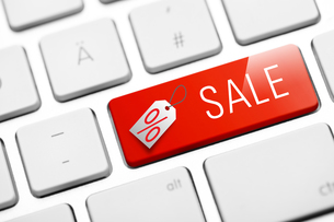sale online button on white keyboardの写真素材 [FYI00784041]