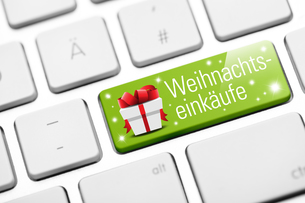 christmas shopping online button on keyboardの写真素材 [FYI00784080]