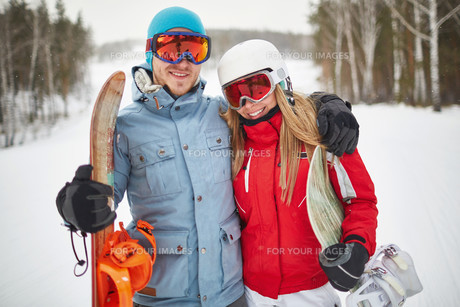Couple of snowboardersの素材 [FYI00784128]