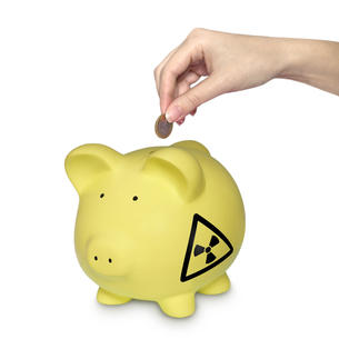 piggy bank as a symbol for nuclear waste costsの素材 [FYI00784174]