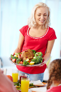Woman with turkeyの写真素材 [FYI00784229]