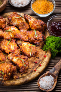 BBQ chicken wings with spices and dipの写真素材 [FYI00784301]
