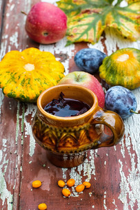Cup of tea in the autumn styleの写真素材 [FYI00784313]