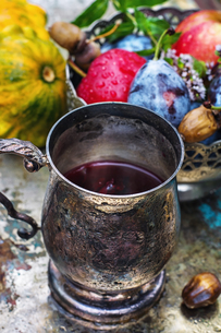 Cup of tea in the autumn styleの写真素材 [FYI00784333]