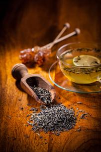 Dry tea on wooden tableの写真素材 [FYI00784341]