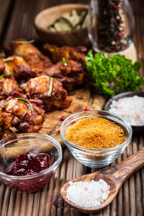 BBQ chicken wings with spices and dipの写真素材 [FYI00784372]