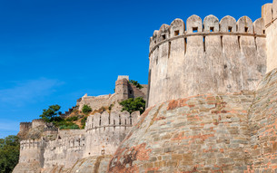 Fortress wall in the Kumbhalgarh fort, Rajasthan, India, Asiaの写真素材 [FYI00784582]