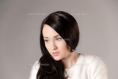 beautiful dark haired womanの写真素材 [FYI00784712]