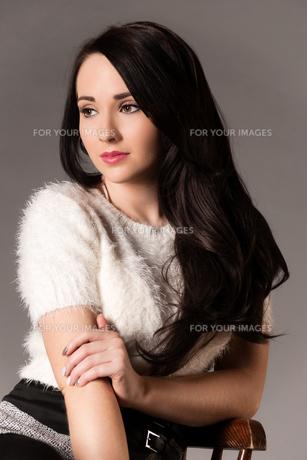 pretty woman with long dark hairの写真素材 [FYI00784725]