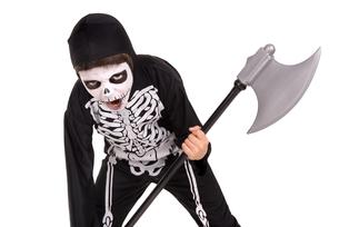 Boy in Halloween skeleton costumeの写真素材 [FYI00784778]