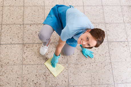 Janitor Rubbing Floor With Ragの写真素材 [FYI00784896]