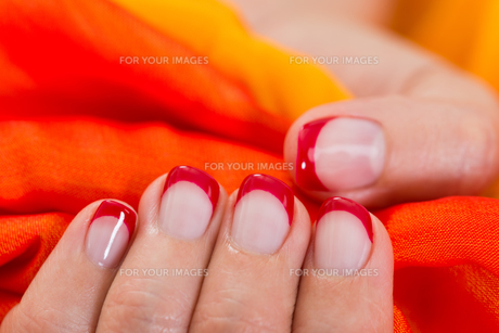 Woman Hands With Nail Varnish Holding Fabricの写真素材 [FYI00784916]