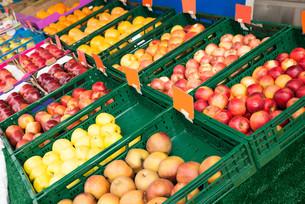 Fresh Fruits In Marketの写真素材 [FYI00784959]