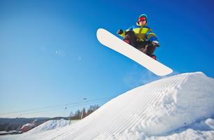 Snowboarding manの写真素材 [FYI00785221]