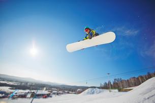 Active snowboarderの写真素材 [FYI00785230]